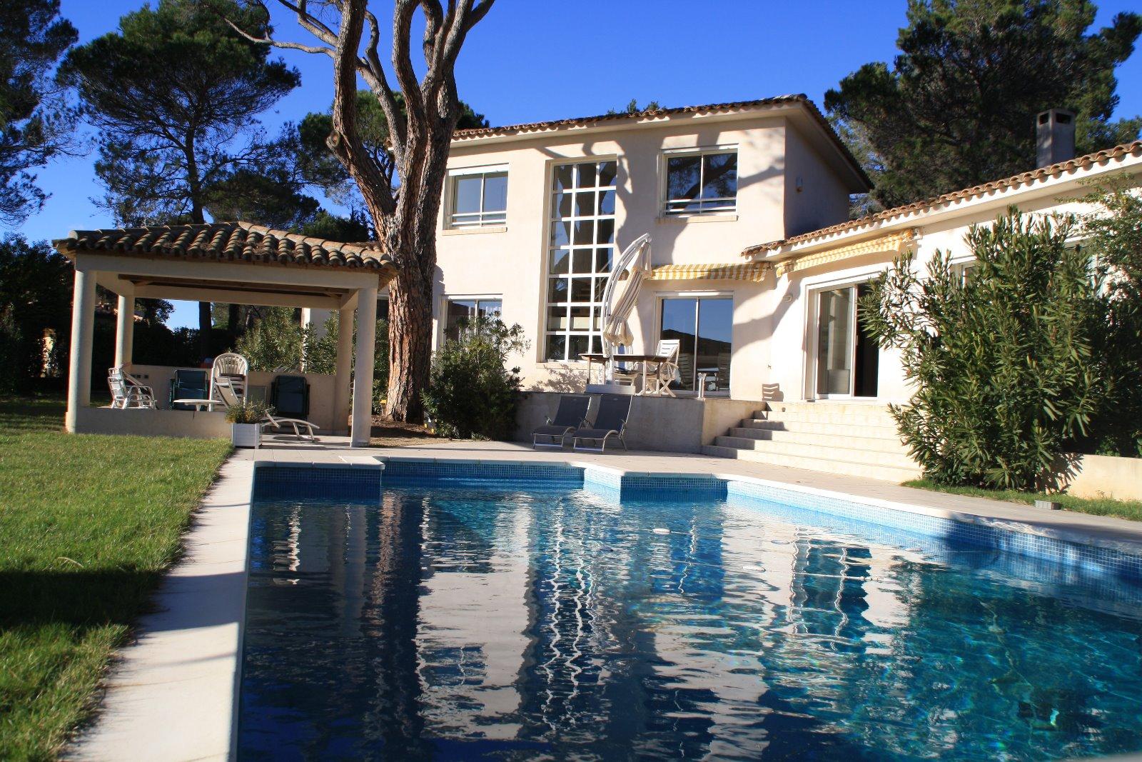 Maisons et simple location lanne de maisons et villas for Garage des pins angers